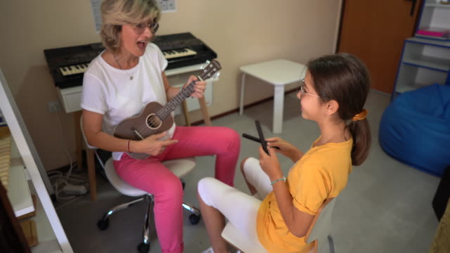music therapy at rehabilitation center - invisible disability stock videos & royalty-free footage