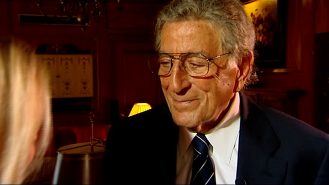 vídeos de stock, filmes e b-roll de tony bennett interview tony bennett interview with reporter in shot sot on being on tour in london / thrilling i feel very blessed / great to be at... - tony bennett