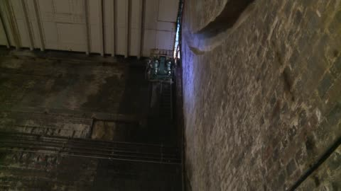 tower bridge 'bascule chambers' to host music concert; int **sound overlay: 'bascule chamber' by ian chambers ** gv of interior of bascule chamber... - 跳開橋点の映像素材/bロール