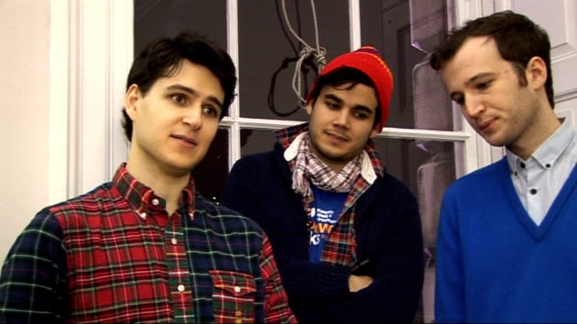 vídeos de stock e filmes b-roll de vampire weekend at somerset house performance and interview int vampire weekend interview sot on their first time performing in front of skaters / on... - vampire weekend