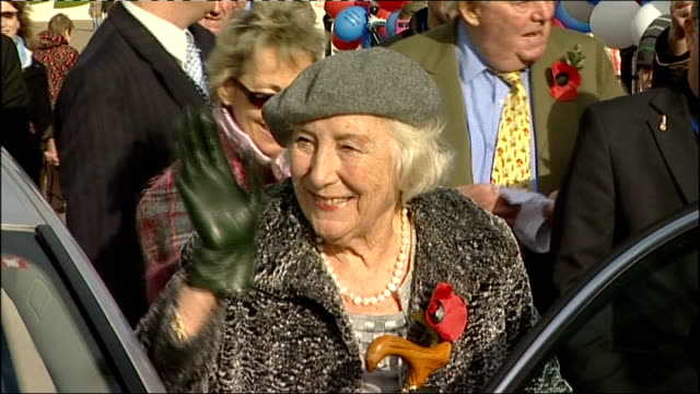 vídeos de stock, filmes e b-roll de music vera lynn releases album to mark dday 70th anniversary lib kent dover ext dame vera lynn waving as out of car at port trust event vera lynn... - título de álbum