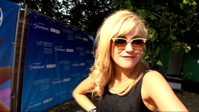 vidéos et rushes de wireless festival 09: day 1 interviews; pixie lott interview sot - on what she's doing at wireless - on her next single - on going to shoot the video... - pixie lott