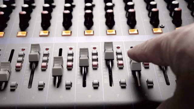 vidéos et rushes de musical concert sound console panning clip mixing desk for church or events - mountain range
