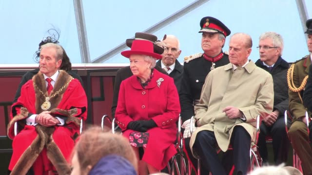 a musical performance as the queen and the duke of edinburgh reopen the cutty sark after a £50 million renovation atmosphere the queen reopens the... - königin elisabeth ii. von england stock-videos und b-roll-filmmaterial