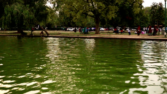 musical water fountain at india gate, new delhi - pond stock videos & royalty-free footage