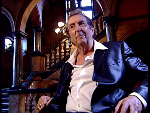 eric idle interview about his python musical 'spamalot' eric idle interview continues sot idle would write another musical / what he is doing is not... - eric idle stock-videos und b-roll-filmmaterial