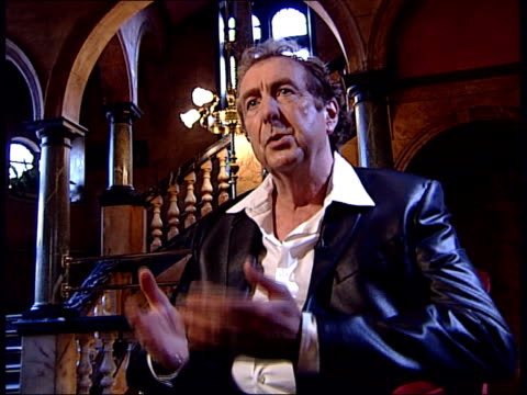 stockvideo's en b-roll-footage met eric idle interview about his python musical 'spamalot' eric idle interview continues sot journalist question 'once a python always a python idle... - terry gilliam