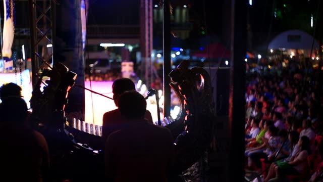 vídeos de stock, filmes e b-roll de músico se apresentam no palco - arte, cultura e espetáculo