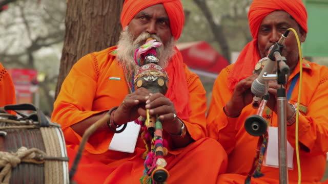musician playing folk music in suraj kund mela, faridabad, haryana, india - woodwind instrument stock videos and b-roll footage