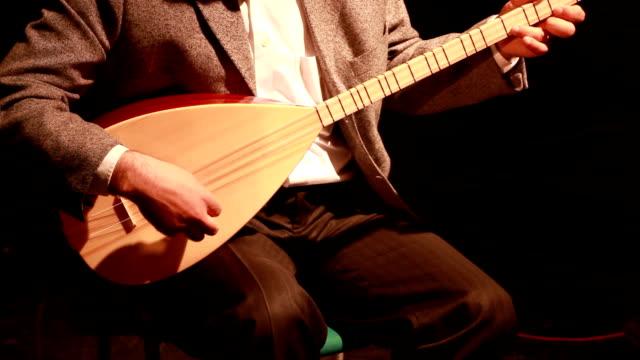 vídeos y material grabado en eventos de stock de músico tocando instrumentos - turquía