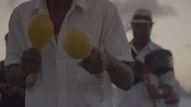 musician shakes maracas - cuba video stock e b–roll