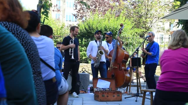 """musicians of a jazz band play in front of the bookstore specializing in english literature """"shakespeare and company"""" on july 19, 2020 in paris,... - performance group stock videos & royalty-free footage"""
