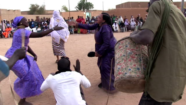 Musicians playing drums and women dancing Niger Agadez