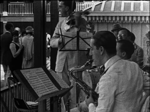 stockvideo's en b-roll-footage met b/w 1924 musicians playing in orchestra / miami beach, florida / industrial - saxofonist