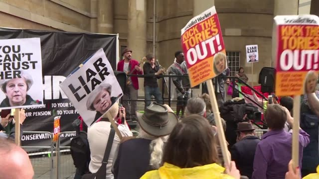 stockvideo's en b-roll-footage met musicians sing a general election protest song branding british prime minister theresa may a liar outside the bbc which is refusing to play it even... - getal 4