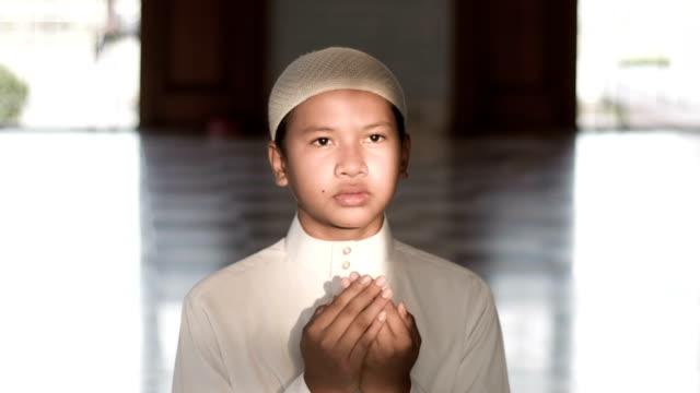 muslim boy praying in mosque - praying stock videos & royalty-free footage