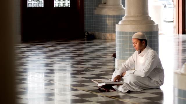 muslim boy reading al quran in mosque - praying stock videos & royalty-free footage
