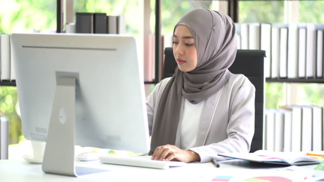 muslim business woman working in office. - computer equipment stock videos & royalty-free footage