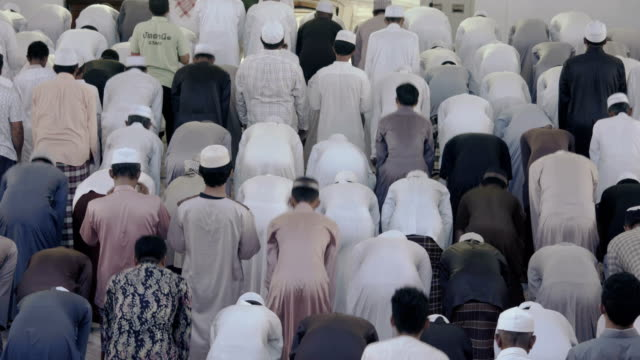 muslim friday mass prayer in thailand - pregare video stock e b–roll