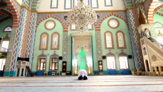 muslim man prays - pilgrim hat stock videos & royalty-free footage