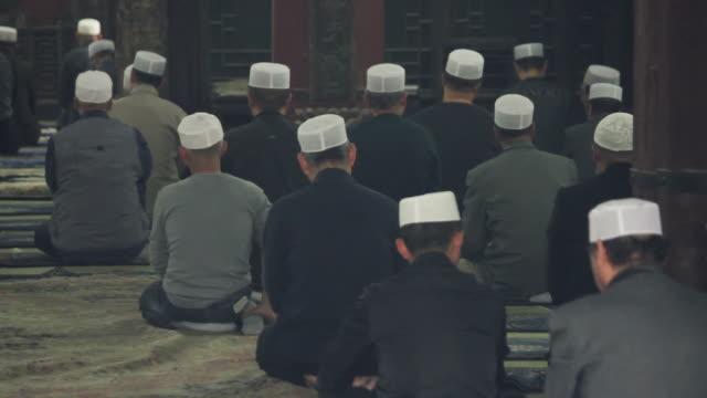 ls muslim men praying in mosque/xian,shaanxi,china - skull cap stock videos & royalty-free footage