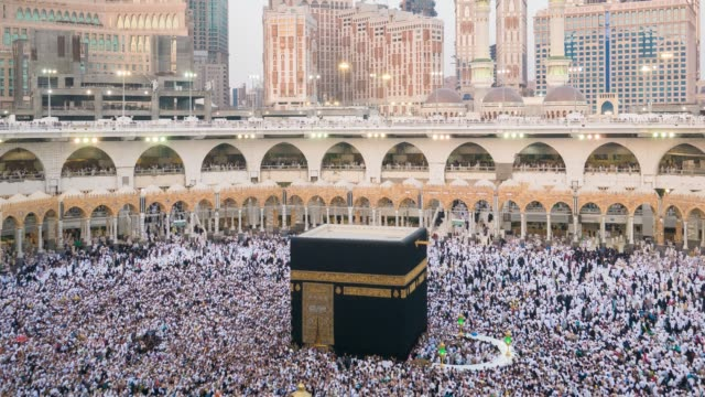 muslim pilgrims touring the holy kaaba in mecca in saudi arabia 2019 - pellegrino video stock e b–roll