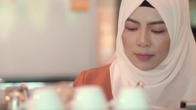 muslim staff in coffee shop - north american tribal culture stock videos & royalty-free footage