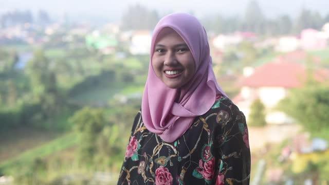 muslim woman portrait - 20 24 years stock videos & royalty-free footage
