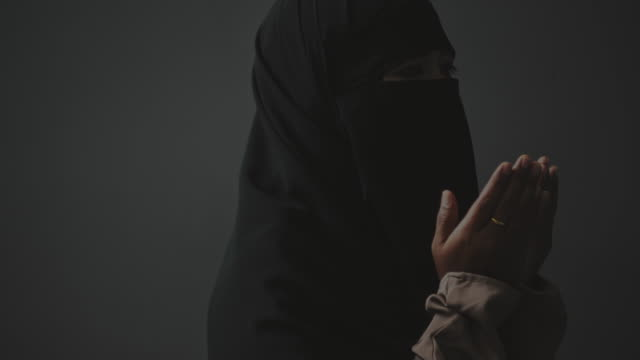 muslim woman praying to god - praying stock videos & royalty-free footage
