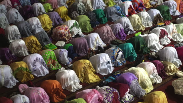 vídeos de stock e filmes b-roll de muslim women praying inside istiqlal mosque, jakarta, indonesia - indonesia
