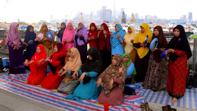 muslim women singing - islam stock-videos und b-roll-filmmaterial