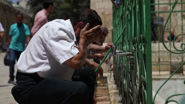 Muslim worshipers perform Friday Prayer at alAqsa Mosque compound after lifting of Israeli restrictions on AlAqsa in Jerusalem on August 04 2017