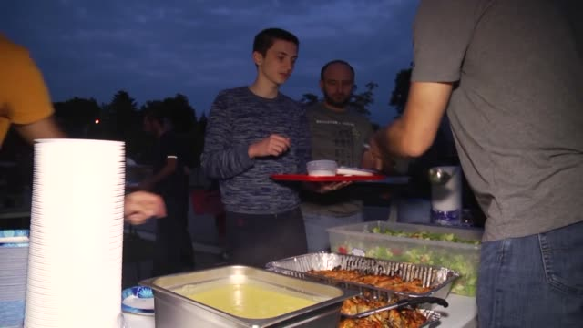 muslims break their fast during the iftar dinner on the first day of the holy month of ramadan at a mosque in washington united states on may 27 2017 - moschea video stock e b–roll