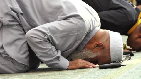 muslims hajj pilgrimage, mecca saudi arabia. - mosque stock videos & royalty-free footage