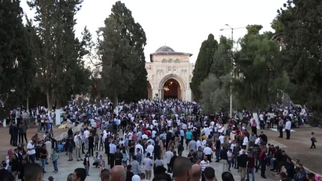 muslims perform eid alfitr prayer at alaqsa mosque in jerusalem as they celebrate the first day of the eid alfitr holiday on june 15 2018 - eid ul fitr stock videos & royalty-free footage
