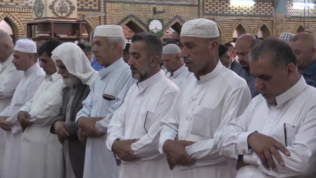 muslims perform eid alfitr prayer at nour mosque in kirkuk iraq on june 04 2019 eid alfitr is a religious holiday celebrated by muslims around the... - eid mubarak stock videos & royalty-free footage