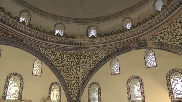 vídeos de stock, filmes e b-roll de muslims perform eid prayer at mustafa pasha mosque on the first day of the muslim festival of eid aladha on august 21 2018 in skopje macedonia - república da macedônia