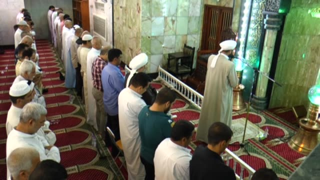 Muslims perform prayer at Shaikh Abdul Qadir Jilani Mosque in Baghdad on July 01 2016 as they observe the Laylat alQadr the night in which the first...