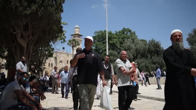 muslims perform the first friday prayer during the muslim holy fasting month of ramadan at al-aqsa mosque in jerusalem on june 2, 2017. - 2017 stock videos & royalty-free footage