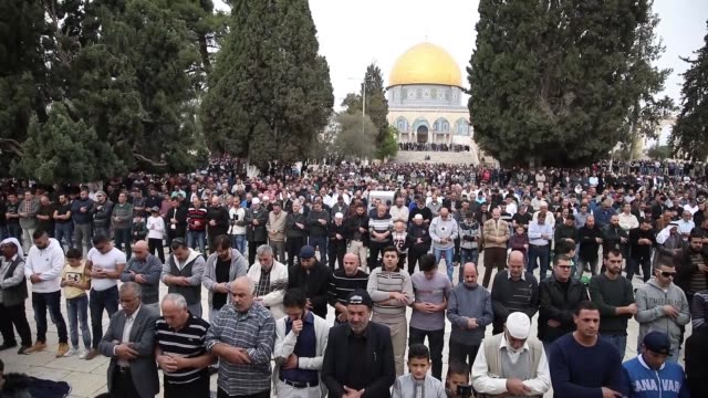 muslims perform the friday prayer at al-aqsa mosque compound in jerusalem on december 22, 2017. - 2017 stock videos & royalty-free footage