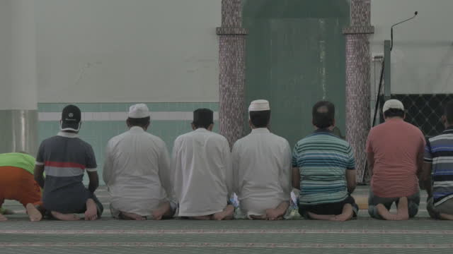 muslims praying in a mosque in singapore of asian origin intercultural and racial friday community prayer singapore sultan majid - pilgrimage stock videos & royalty-free footage