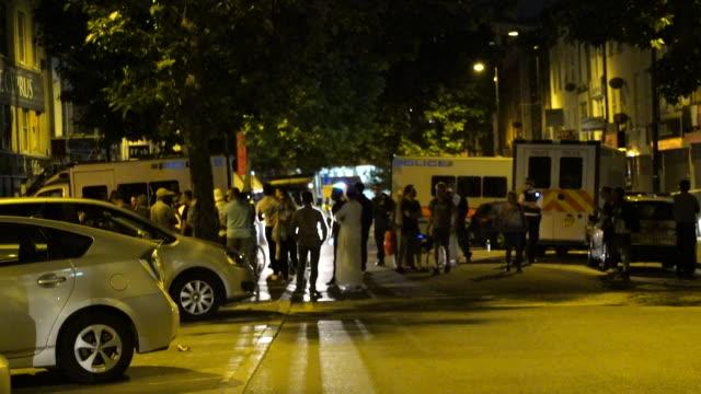 vídeos y material grabado en eventos de stock de muslims praying near the scene of the finsbury park terror attack - alfombra de oración