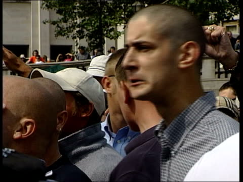 scuffles at al muhajiroun rally itn england london trafalgar square radical islamic group al muhajiroun holding rally national front supporters... - national front stock videos & royalty-free footage