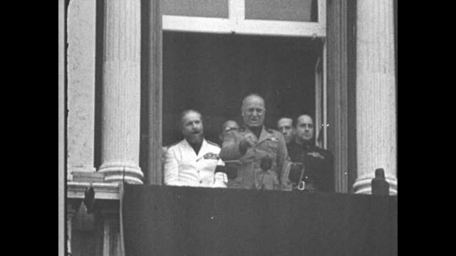 mussolini speaks from a balcony using his clenched fist for emphasis - benito mussolini stock videos & royalty-free footage