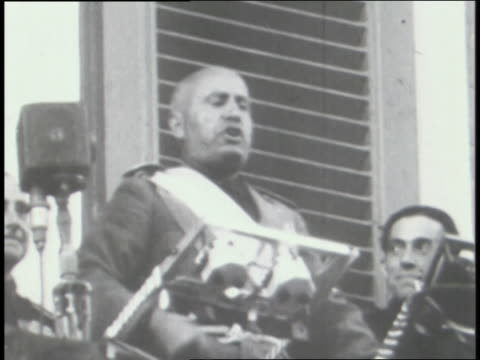 vidéos et rushes de mussolini speaks to crowds in italy; ethiopian troops march. - benito mussolini