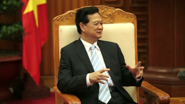 muted audio nguyen tan dung vietnams prime minister listens during an interview in hanoi vietnam on friday may 30 2014 vietnam has prepared evidence... - weichzeichner stock-videos und b-roll-filmmaterial
