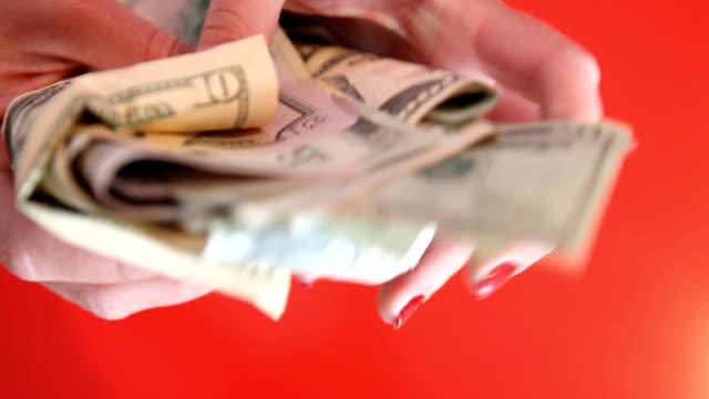 vídeos y material grabado en eventos de stock de mi dólares - esmalte de uñas rojo