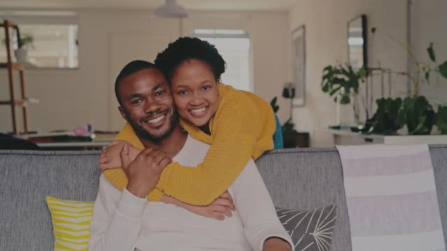 vídeos de stock, filmes e b-roll de meus felizes para sempre começam com você - casal jovem