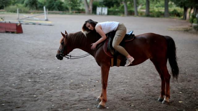 min häst är min bästa vän - smeka bildbanksvideor och videomaterial från bakom kulisserna