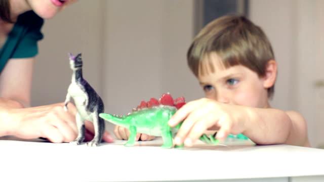 meine kleine stegosaurus - spielzeug stock-videos und b-roll-filmmaterial